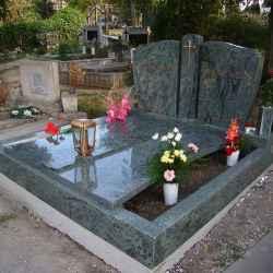 zöld gránit síremlék